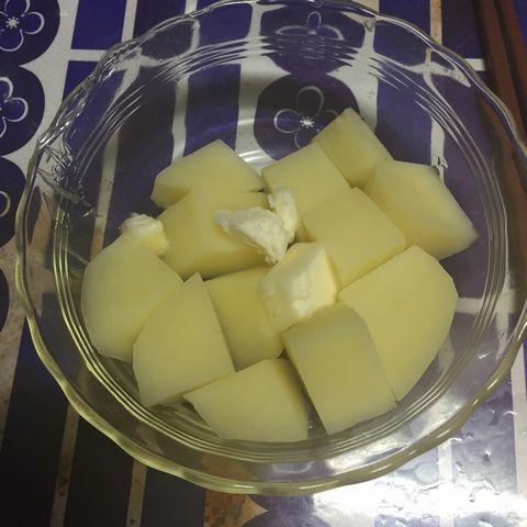バターを入れます