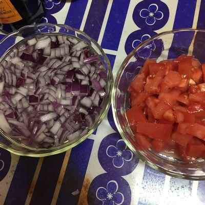 レッドオニオンとトマト