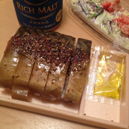 燻し鯖寿司の封を切ったところ