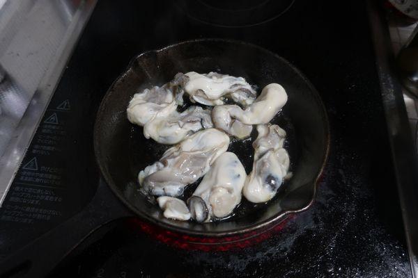 牡蠣を焼いていきます