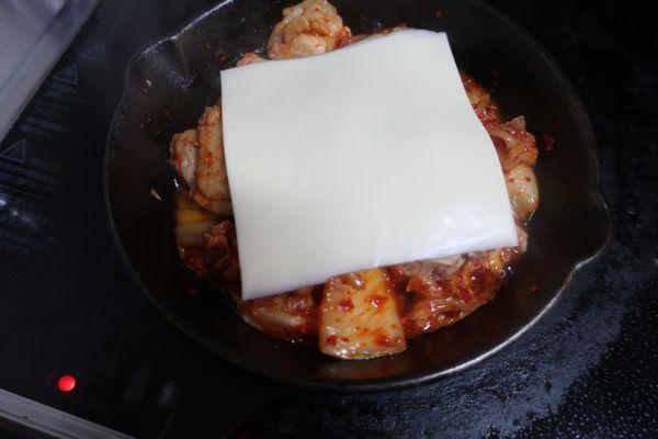 スライスチーズをのせる