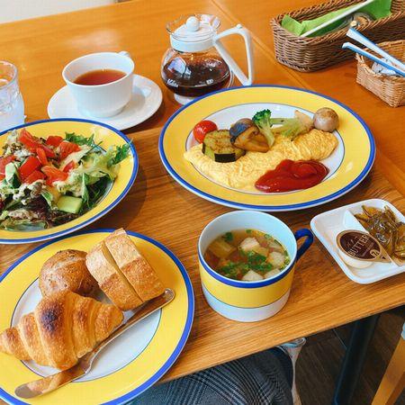 モネの庭の朝食